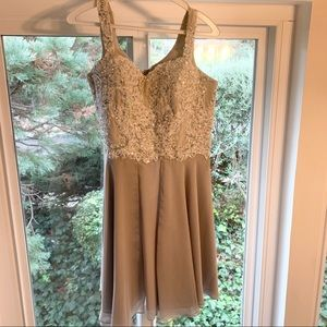 ✨ Size M Knee-Length Dress